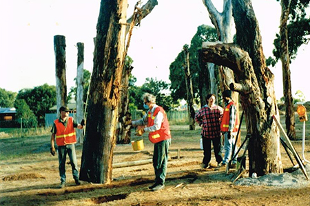 Tjirbruki Narna arra' - Installing trunks, 1997 (Malone)
